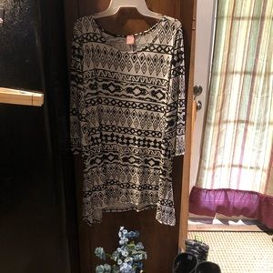 Woman's loose fitting blouse, size 2X, long